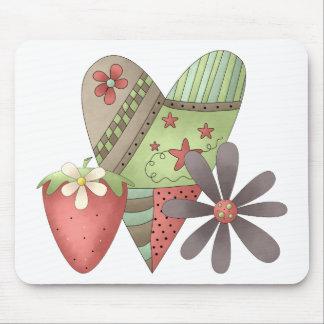 Primavera agradable · Corazón, fresa y flor Alfombrilla De Ratones