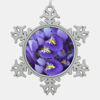 Primavera azul miniatura de los iris floral adorno de peltre en forma de copo de nieve