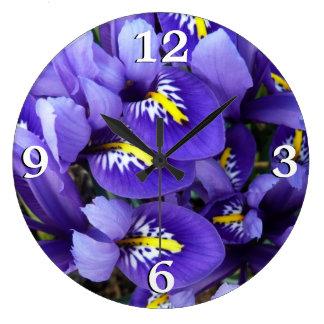 Primavera azul miniatura de los iris floral reloj redondo grande