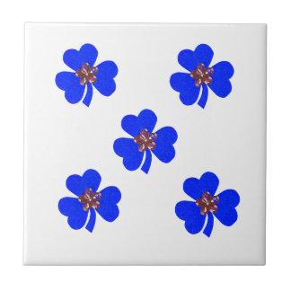 Primavera azul, tréboles azules para la cocina azulejo cuadrado pequeño