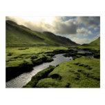 Primavera en montañas escocesas postales