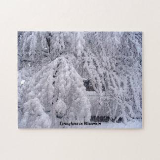 Primavera en rompecabezas de la escena de la nieve