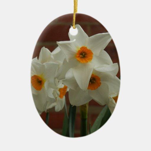 Primavera más fina adorno navideño ovalado de cerámica