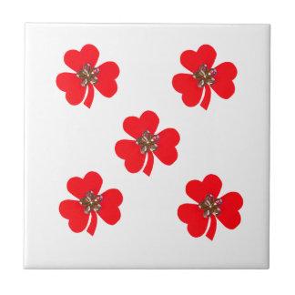 Primavera roja, tréboles rojos para la cocina azulejo cuadrado pequeño