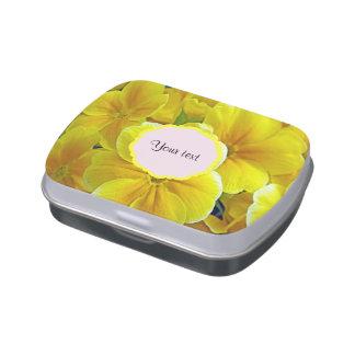 Primaveras amarillas latas de caramelos