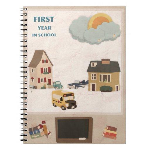 Primer año del vintage lindo en cuaderno de la fot