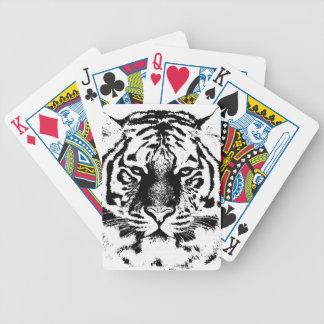 Primer blanco y negro de la cara del tigre cartas de juego