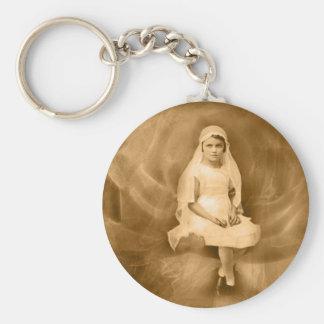Primer chica de la comunión del vintage, vestido,  llaveros