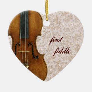Primer colgante del ornamento del corazón del viol