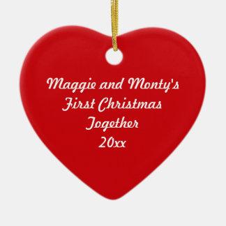 Primer corazón del rojo del ~ del navidad junto adorno navideño de cerámica en forma de corazón