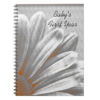 Primer cuaderno del año del bebé floral anaranjado