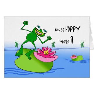 Primer cumpleaños de lúpulo, rana divertida en la  felicitaciones