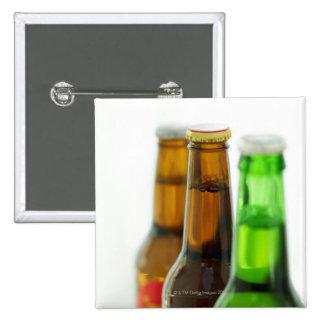 primer de botellas coloreadas de cerveza pin
