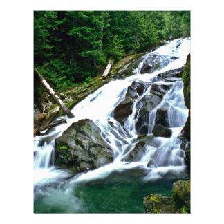 """Primer de la cascada del río folleto 8.5"""" x 11"""""""