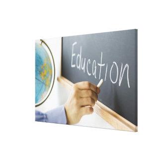 """Primer de la escritura """"educación"""" de la mano del impresión en lienzo"""