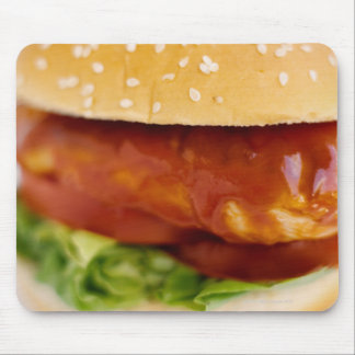 Primer de la hamburguesa del pollo alfombrillas de ratón