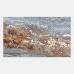 Primer de la roca con los remiendos rojo marrón rectangular altavoz