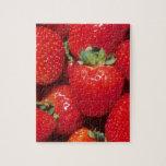Primer de las fresas rompecabeza con fotos