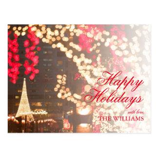 Primer de las luces de navidad con el fondo del postal