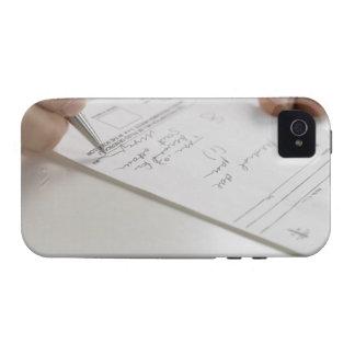 Primer de las manos que firman la prescripción Case-Mate iPhone 4 funda