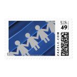 Primer de las muñecas de cadena de papel timbre postal