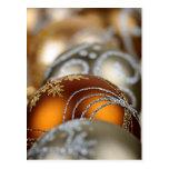 Primer de los ornamentos del navidad del oro tarjeta postal