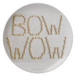 Primer de los textos BOW WOW hecho con las galleta Platos Para Fiestas