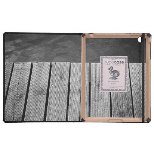 Primer de madera blanco y negro del embarcadero iPad fundas