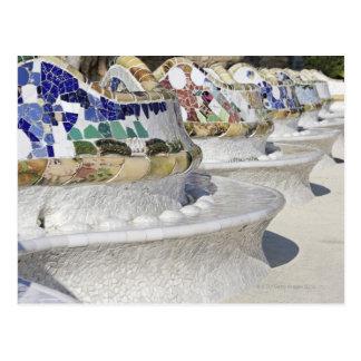 Primer de mosaicos en el edificio de Gaudi, Parc Postal