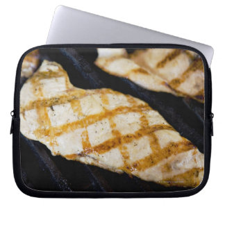 Primer de pechugas de pollo asadas a la parrilla manga portátil