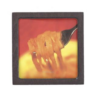 primer de un forkful de las pastas caja de joyas de calidad