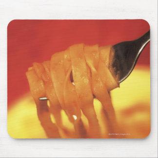 primer de un forkful de las pastas mouse pad