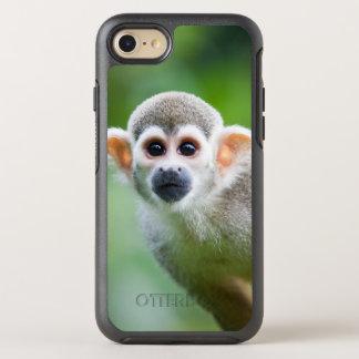 Primer de un mono de ardilla común funda OtterBox symmetry para iPhone 7