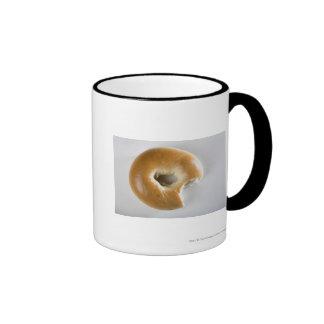 Primer de un panecillo taza de café