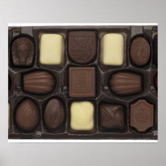 primer de una caja de chocolates clasificados poster