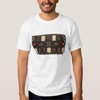 primer de una caja de chocolates clasificados remeras