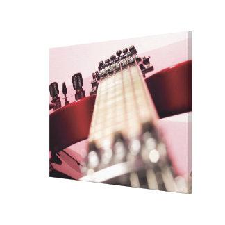 Primer de una guitarra eléctrica lienzo envuelto para galerías