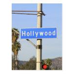 Primer de una placa de calle azul en un lamppost postales
