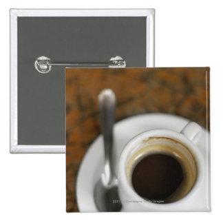 Primer de una taza del café 2 pins