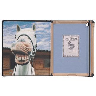 Primer del caballo con la boca abierta iPad funda