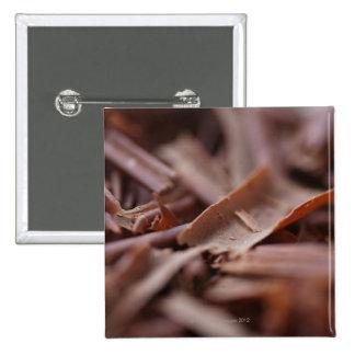 Primer del chocolate en la torta del bosque negro pin cuadrada 5 cm