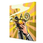 Primer del hombre de negocios que sostiene la lámp impresiones en lienzo estiradas