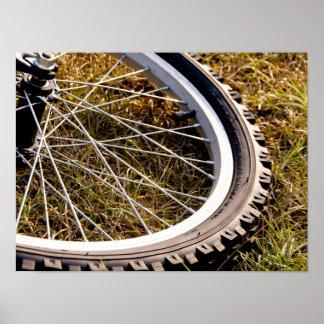 Primer del neumático de la bici de montaña póster