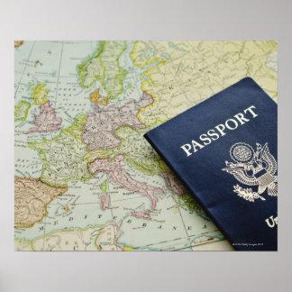 Primer del pasaporte que miente en mapa europeo impresiones