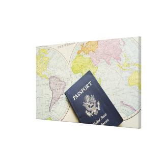 Primer del pasaporte que miente en mapa lienzo envuelto para galerias