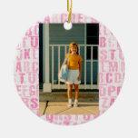 Primer día del alfabeto rosado de escuela o de ornaments para arbol de navidad
