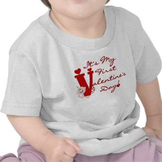 Primer el día de San Valentín del bebé Camisetas