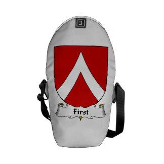 Primer escudo de la familia bolsa de mensajería