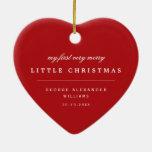 Primer feliz pequeño ornamento de la foto del adorno navideño de cerámica en forma de corazón