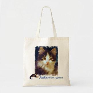 Primer lindo de la bolsa de asas del gatito del